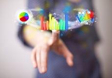 Młody bizneswoman dotyka kolorowego nowożytnego wykresu systemu concep Zdjęcia Royalty Free