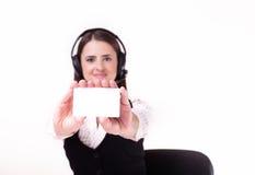 Młody bizneswoman jest ubranym słuchawki trzyma out puste miejsce biały Zdjęcie Stock