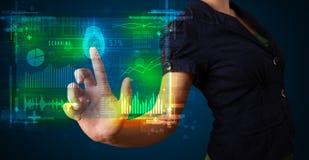 Młody bizneswoman naciska nowożytnego technologia panelu z palcem Obraz Stock