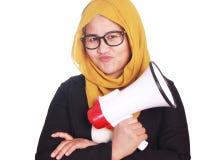 Młody bizneswomanu mienia megafon, Twardy gest obrazy royalty free
