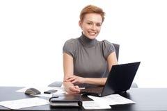 Młody bizneswomanu ono uśmiecha się szczęśliwy Fotografia Stock