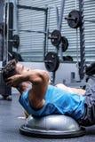 Młody bodybuilder szkolenie z młodą kobietą Zdjęcie Stock