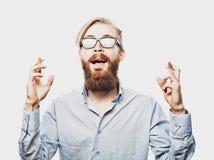 Młody brodaty mężczyzna z dobrym pomysłu znakiem Zdjęcia Stock