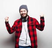 Młody brodaty mężczyzna z dobrym pomysłu znakiem Fotografia Royalty Free