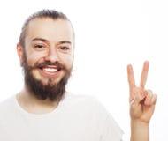 Młody brodaty mężczyzna z dobrym pomysłu znakiem Fotografia Stock