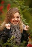 Młody brunetki kobiety portret w jesień kolorze Fotografia Royalty Free