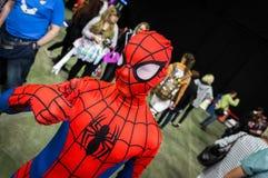 Młody cosplayer ubierający jako ` czlowiek-pająk ` Zdjęcia Royalty Free