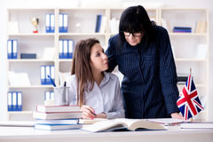 Młody cudzoziemski uczeń podczas język angielski lekci fotografia stock