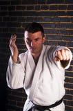 Młody człowiek ćwiczy Brazylijskiego jiu-jitsu (BJJ) Obraz Royalty Free