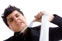 Młody człowiek ciągnie jego krawat zdjęcia stock