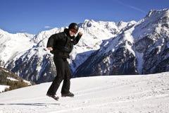 Młody człowiek cieszy się zima sport Fotografia Royalty Free