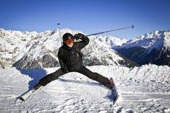 Młody człowiek cieszy się zima sport Zdjęcia Royalty Free