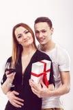 Młody człowiek daje prezentowi, valentines dzień Obraz Stock