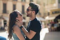 Młody człowiek dotyka jego dziewczyny tenderly Fotografia Royalty Free