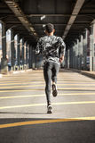 Młody człowiek iść biegać w zimnej pogodzie Brooklyn, NYC Obraz Royalty Free