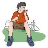 Młody człowiek je śniadanio-lunch Zdjęcia Royalty Free