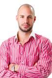 Młody człowiek jest ubranym czerwień paskował koszulowego kamerę i patrzeć Fotografia Royalty Free