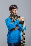 Młody człowiek jest ubranym szalika i pulower Obrazy Royalty Free