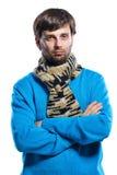 Młody człowiek jest ubranym szalika i pulower Obraz Royalty Free