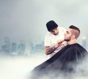 Młody człowiek ma brodę goljącą Obrazy Royalty Free