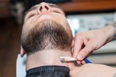 Młody człowiek ma brodę goljącą Obrazy Stock