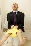 Młody człowiek ma toalet zagadnienia obraz royalty free