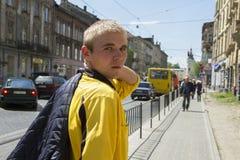 Młody człowiek na ulicie Zdjęcie Stock