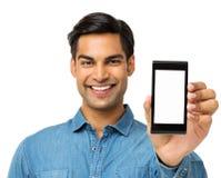 Młody Człowiek Pokazuje Mądrze telefon Zdjęcia Stock