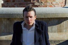 Młody Człowiek Przed ruinami Zdjęcia Royalty Free