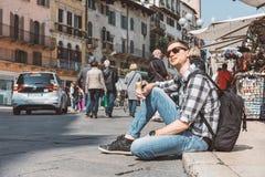 Młody człowiek rekonesansowy romantyczny Verona zdjęcie stock