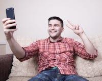 Młody człowiek robi selfie Fotografia Royalty Free