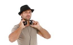 Młody człowiek słucha muzyka zdjęcie stock