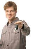 Młody człowiek target1332_0_ nad zapłonowymi kluczami Obraz Royalty Free