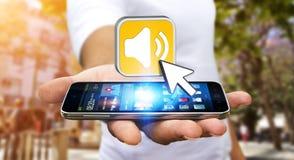 Młody człowiek używa nowożytnego telefon komórkowego słuchać muzykę Zdjęcia Stock