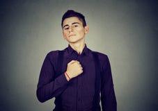 Młody człowiek ustalający dla zmiany Zdjęcia Stock