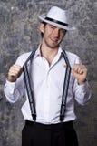 Młody człowiek w białym kowbojskim kapeluszu i koszula Obraz Royalty Free