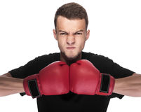 Młody człowiek w czerwonych bokserskich rękawiczkach Zdjęcie Stock