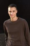 Młody człowiek w 20s uśmiechniętym portrecie Obraz Royalty Free