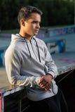 Młody człowiek w sporcie odziewa Obraz Royalty Free