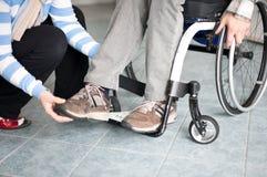 Młody człowiek w wózek inwalidzki Obrazy Royalty Free
