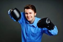 Młody człowiek z bokser rękawiczkami Zdjęcia Stock