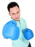 Młody człowiek z bokserską rękawiczką Zdjęcia Stock