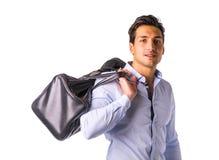 Młody człowiek z dużą rzemienną torbą nad ramieniem obraz royalty free