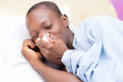 Młody człowiek z febrą obrazy stock