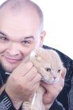 Młody człowiek z kotem Fotografia Royalty Free