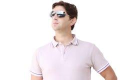 Młody człowiek z okularami przeciwsłonecznymi Obraz Stock