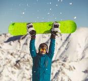 Młody człowiek z snowboard w rękach obrazy royalty free