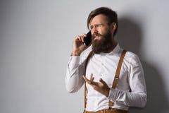 Młody człowiek z telefonem zdjęcia stock