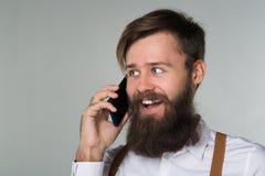 Młody człowiek z telefonem fotografia stock