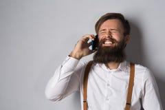 Młody człowiek z telefonem obrazy stock